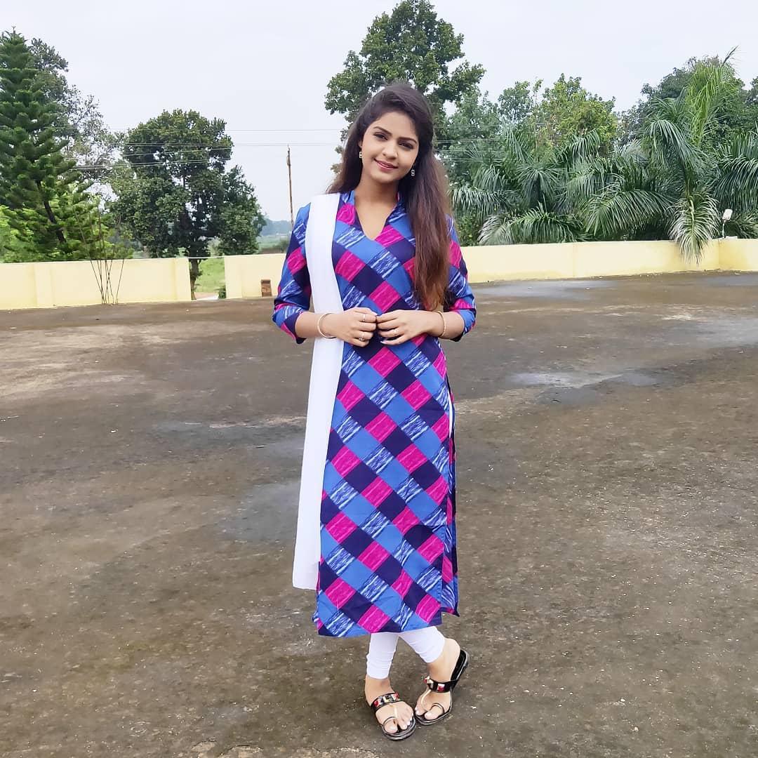 Anikriti Chauhan Cg Actress in cg Film