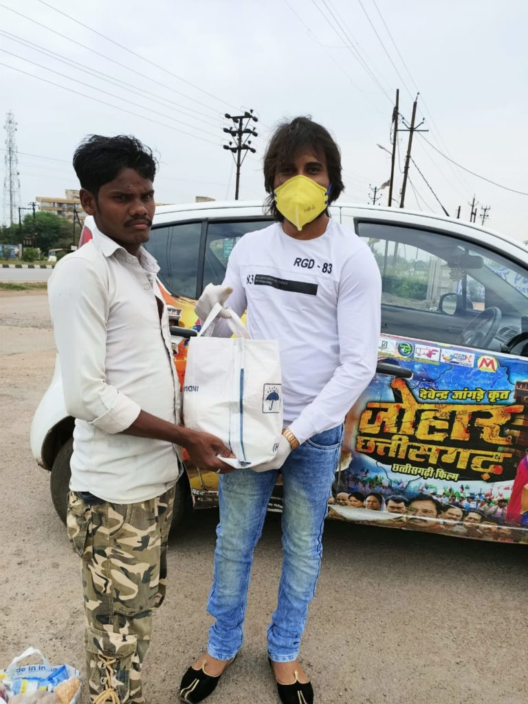Chhattisgarhi film artist also extended a helping hand distributed ration bags to poor laborers