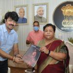 Folk artist Sunil Tiwari met the Governor… Discussed about the folk arts of Chhattisgarh…