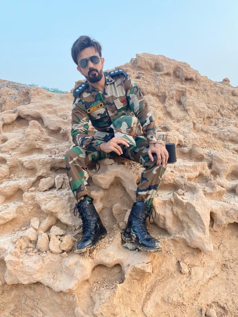 मिकी बी ने भारतीय सेना के जवानों के सम्मान में रचा 'दिल मांगे मोर'
